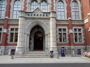 旧図書館入り口(カフェ看板).jpg
